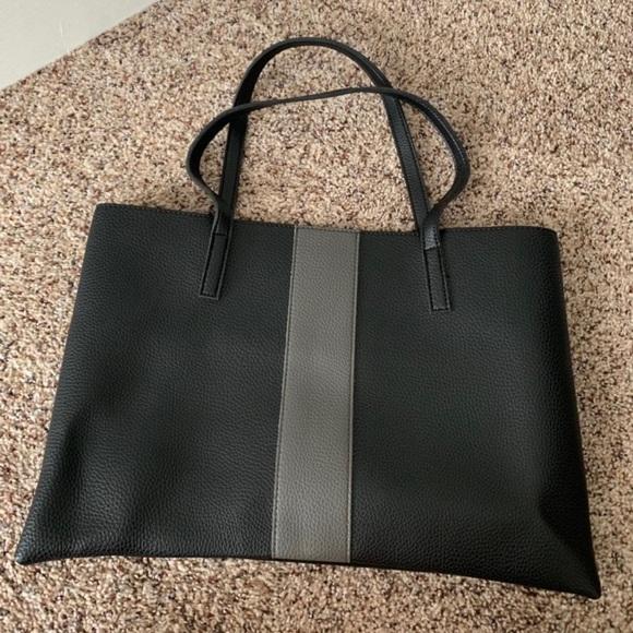 Vince Camuto Handbags - Vince Camuto Bag